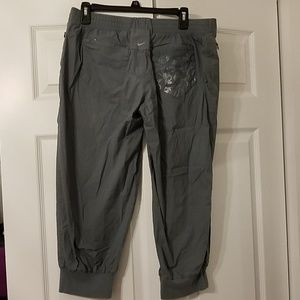 NIKE Capris with Zipper pockets